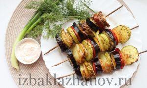 Овощной шашлык из баклажанов и кабачков с салом на шпажках