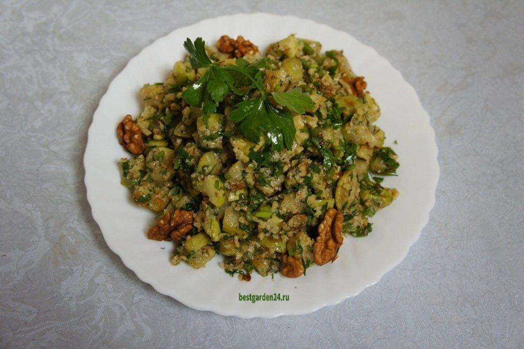 Острая закуска из кабачков зеленью