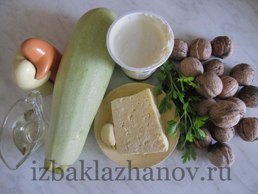 Кабачок, сыр, орехи и специи для рулетиков