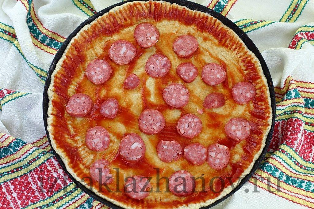 Сардельки на тесте для пиццы