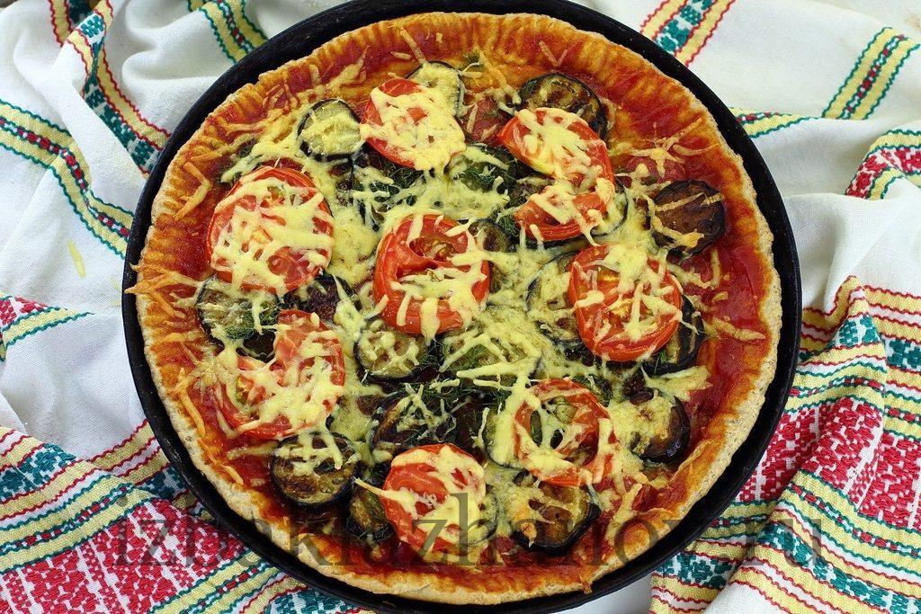 Пицца с баклажанами готова