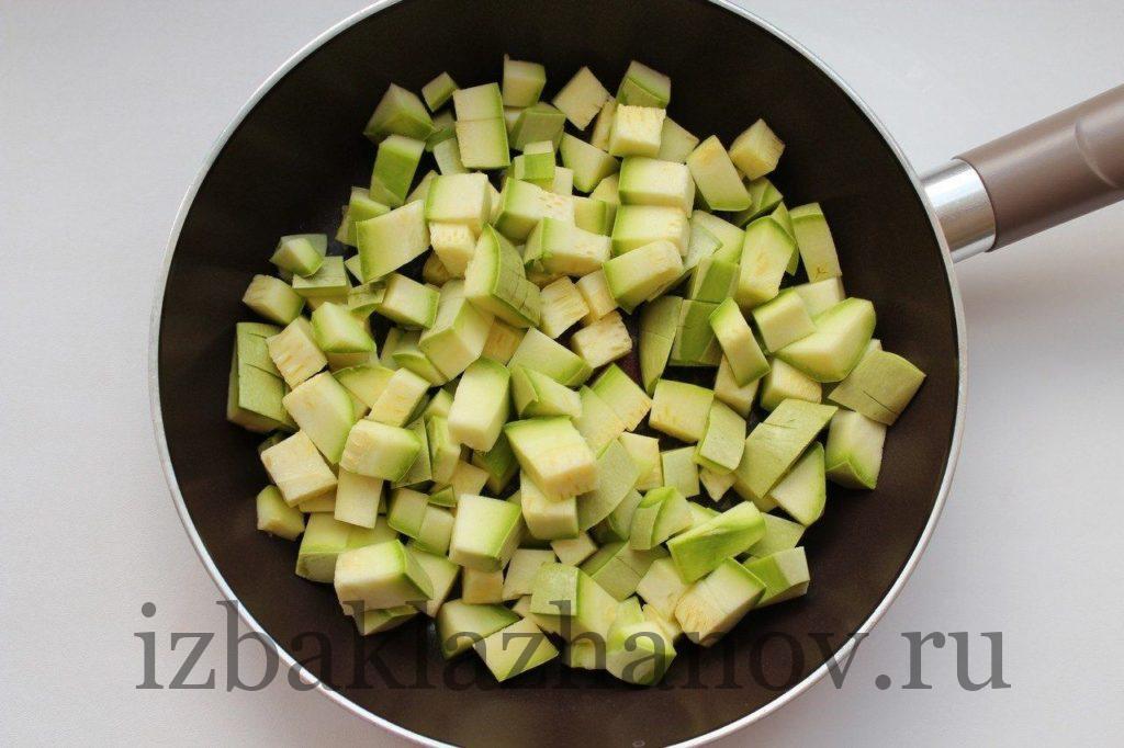 Пассируем кабачки на сковороде для икры