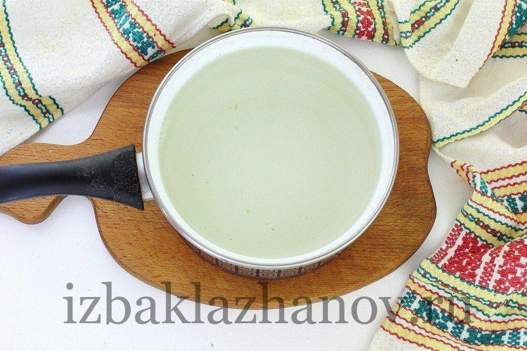 Кипит вода для компота с кабачком