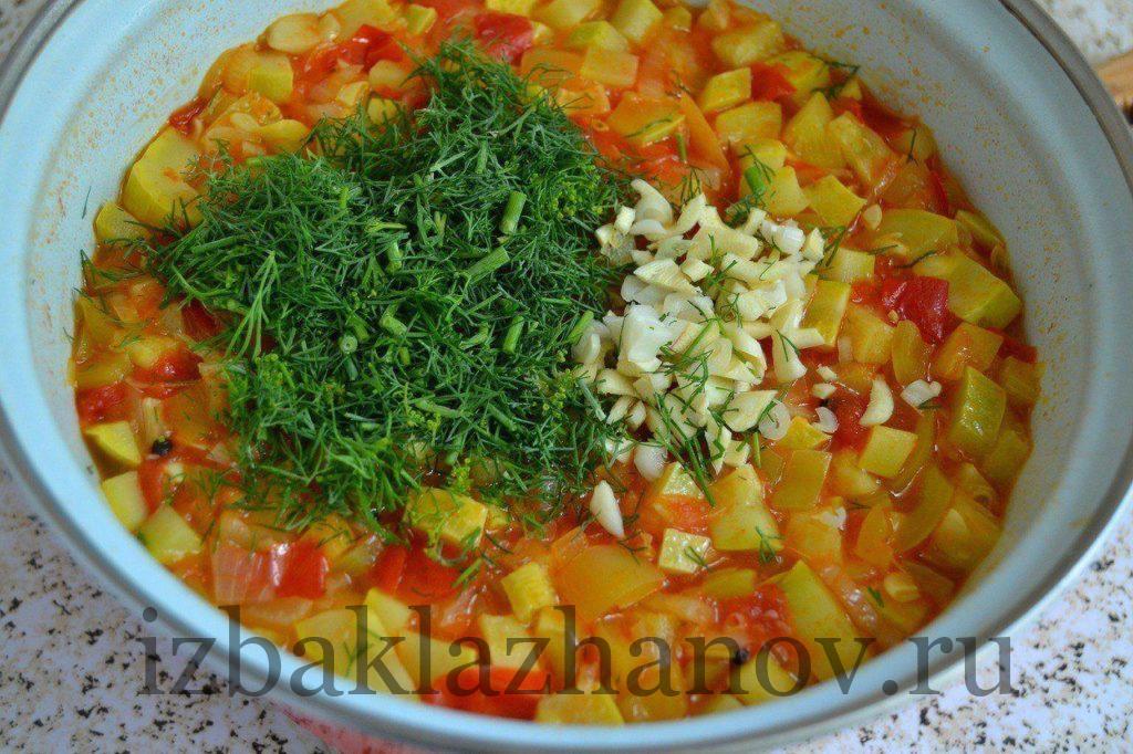 Овощи и зелень тушатся