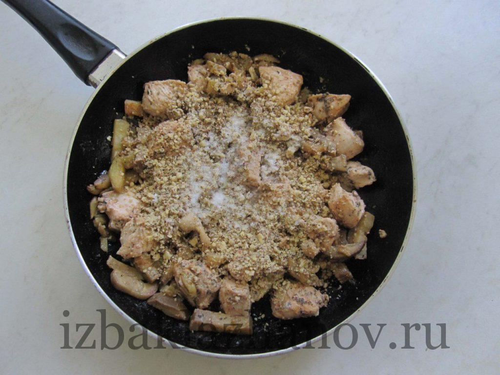 Орехи с курицей и синенькими