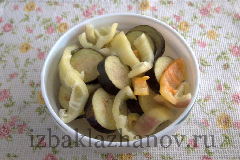 Перец и баклажаны залиты кипятком