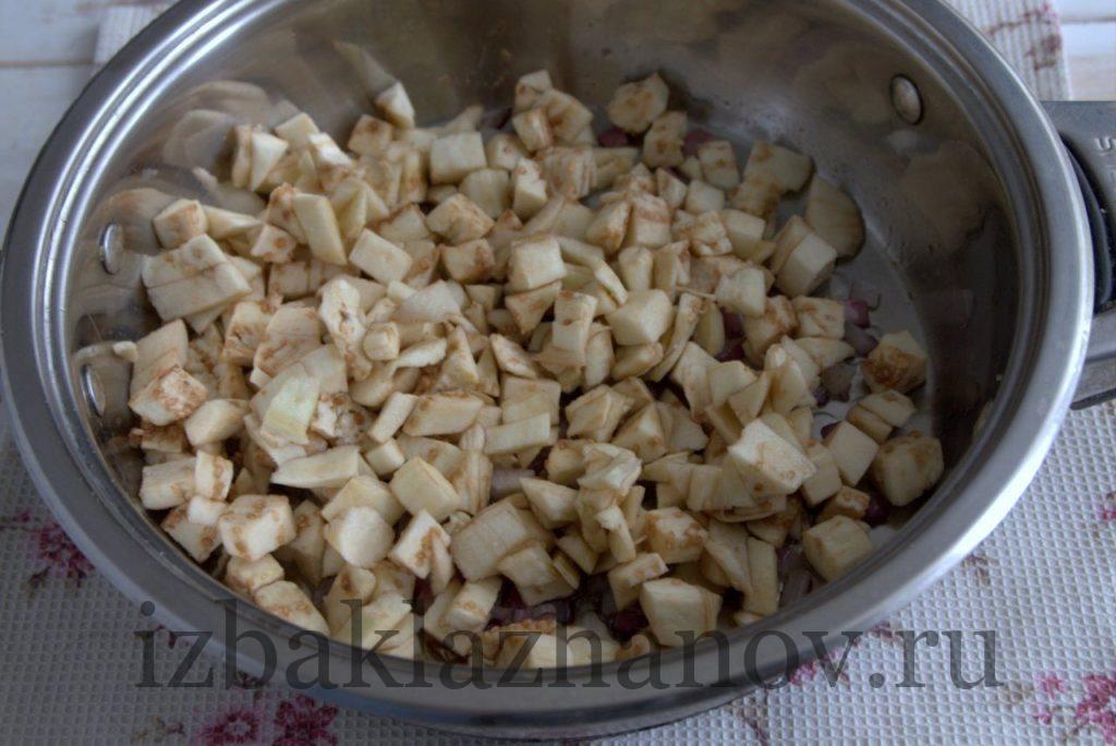 Обжарка баклажанов и репчатого лука