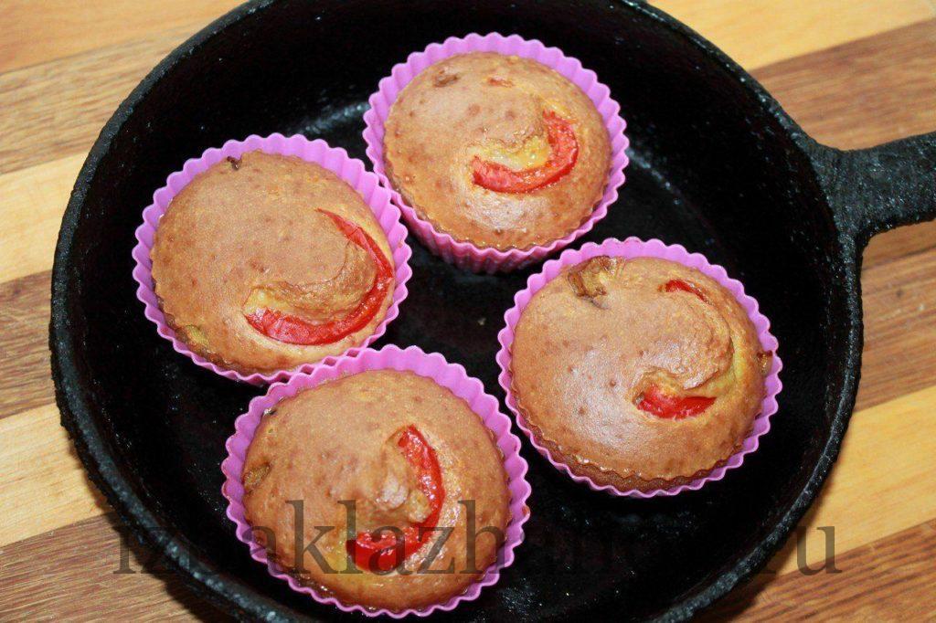 Кексы с баклажанами и перцем готовы