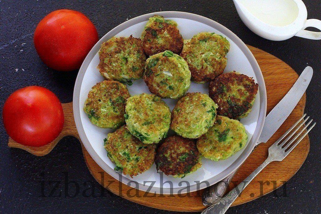 Готовые очень вкусные овощные котлеты из кабачка и капусты
