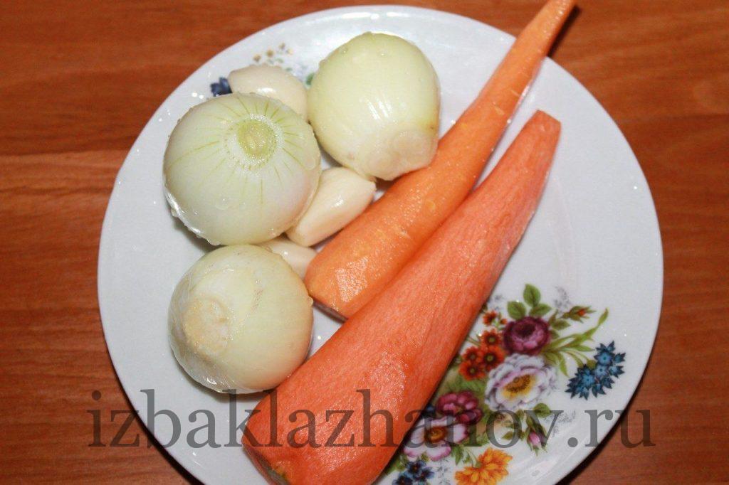 Лук и морковь для икры из кабачков