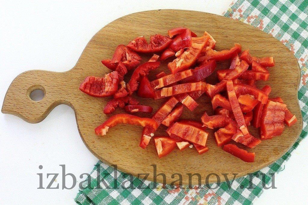 Болгарский перец брусочками для тушения с фаршем