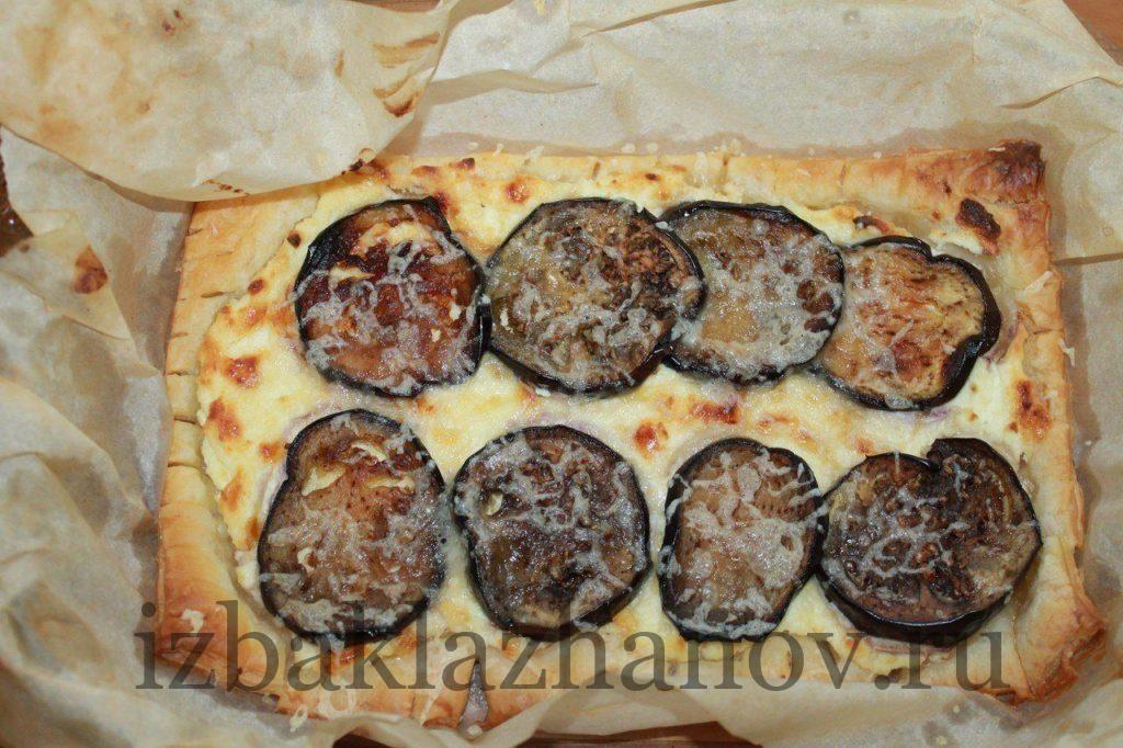 Быстрый пирог с баклажанами готов