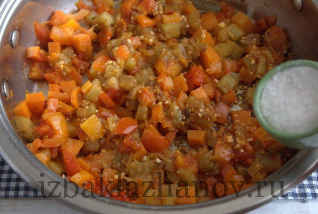 Добавляем в овощное соте уксус
